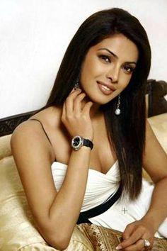 Priyanka Chopra crosses 2 mn mark on Twitter  iampiggychops.com