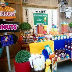 30 ideas para fiestas tematicas originales de Los Simpson 12th Birthday, Birthday Bash, Birthday Parties, Happy Birthday, Birthday Ideas, Simpsons Costumes, Simpsons Party, Adult Party Themes, Avengers Birthday