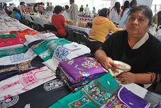 Nezahualcóyotl, Méx. 05 Junio 2013.  Textil, ropa bordada, San Gabriel Chilac , municipio de Tehuacán Puebla, teléfono  012373815512