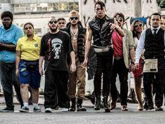 """O espetáculo """"Vira-Latas de Aluguel"""", dirigido por Daniel Gaggini, reeestreia no dia 11 de janeiro. Uma nova temporada será retomada em 2014. A entrada é Catraca Livre."""