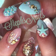 What Christmas manicure to choose for a festive mood - My Nails Glam Nails, Fancy Nails, Bling Nails, Love Nails, My Nails, Color Nails, Encapsulated Nails, Exotic Nails, Finger