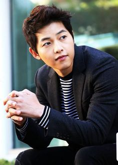 Song Joong Ki hurts himself during 'Descendants of the Sun' filming Song Hye Kyo, Song Joong, Korean Star, Korean Men, Asian Actors, Korean Actors, Soon Joong Ki, Descendents Of The Sun, Sun Song