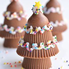 These peanut butter cup Christmas trees were so easy and they ended up looking so cute! Directions are on onelittleproject.com today. by 1littleproject