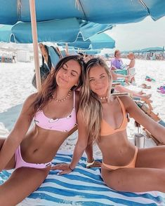Beach Poses With Friends, Beach Best Friends, Friend Poses, Cute Friends, Cute Beach Pictures, Cute Friend Pictures, Best Friend Pictures, Bikini Pictures, Beach Pics