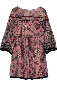 It takes up to three seamstresses work on a single Chloé dress. Capturing the label's bohemian spirit, this billowy design is cut from printed silk-georgette and has a relaxed fit and cropped bell sleeves. The detachable slip ensures opacity. Wear yours by day with a shoulder bag and sandals.