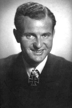"""Kapitänleutnant Heinrich Bleichrodt (1909-1977), Kommandant Unterseeboote """"U 48"""", Ritterkreuz 24.10.1940, Eichenlaub (125) 23.09.1942"""