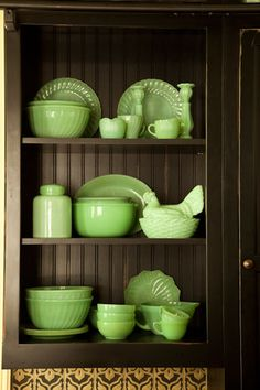 ♥♥what is it about these old green dishes that is so appealing?
