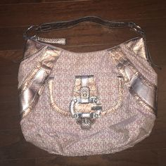 Purple Guess Bag In great condition and minimally used! Guess bag with purple print and snakeskin details. Reasonable offers accepted! Guess Bags Shoulder Bags