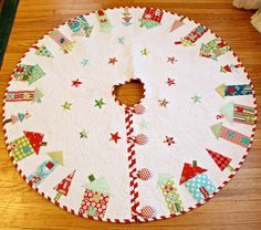 Fat Quarterly Quilted Christmas tree Skirt, houses, appliqué