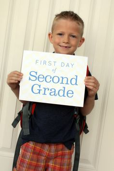 Great idea for first day of school photo!