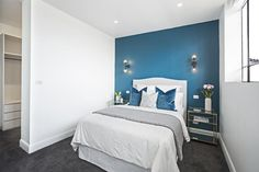 Guest bedroom- love the velvet cushions Bedroom Wall Paint, Home Bedroom, Bedroom Interior, Bedside Table Contemporary, Bedroom Design, Glam Living Room Decor, Glam Living Room, Deco Decor, Bedside Tables For Sale