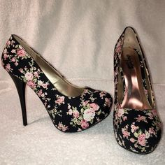 """NEW Floral pumps Never worn!! Comfortable and easy to walk in!! I love them I just rarely wear heels. 5"""" heel, 1.5"""" platform. Charlotte Russe Shoes Heels"""