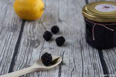 Schnin's Kitchen: Brombeergelee mit Vanille - ganz einfach den Saft aus frischen Brombeeren auskochen & daraus wird ein leckeres, samtiges Gelee ohne Kerne