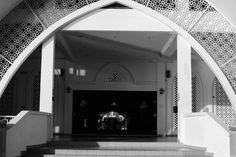 Melaka… momo és makuka… Buddhist Temple, Mosque, Bathroom Lighting, Island, Mirror, Home Decor, Bathroom Light Fittings, Block Island, Bathroom Vanity Lighting
