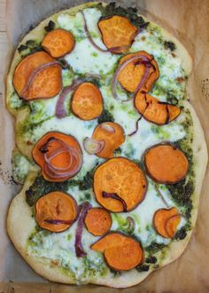 Sweet Potato Kale Pesto Pizza - Vegetarian and Vegan Recipes - Cooking Stoned---wonder if I could make this with cauliflower crust for an even better choice Indian Food Recipes, Whole Food Recipes, Vegetarian Recipes, Cooking Recipes, Healthy Recipes, Pizza Recipes, Kale Recipes, Healthy Meals, Pizza Al Pesto