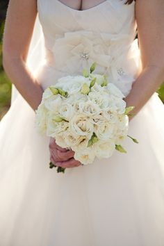 white bouquet | Frenzel Photographers