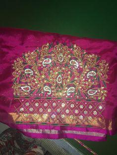 Aari Work Blouse, Hand Work Blouse Design, Saree Blouse Neck Designs, Bridal Blouse Designs, Embroidery Neck Designs, Hand Embroidery, Lehnga Dress, Fashion Blouses, Blouse Models