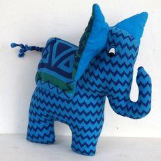 Eléphant Bleu Grandes-zoreilles, jouet ou déco en tissu à rayure, bleu et vert…