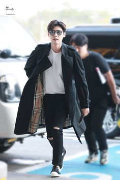 Only Lee Jong Suk — Leejongsuk at GMP airport heading to. Lee Jong Suk Model, Lee Jong Suk Cute, Lee Jung Suk, Lee Jong Suk And Han Hyo Joo, Cute Actors, Handsome Actors, Korean Fashion Men, Korean Men, Lee Joon
