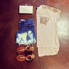This is pretty plain but still cute. I would wear this in the summer. Looks pretty nice. ^·^