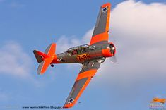 Warlock Photography: Harvards operated in South Africa South African Air Force, Pilot License, Thing 1, Aviation Art, Harvard, Fighter Jets, Cool Pictures, Aircraft, Military