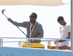 Diddy-has-fun-with-selfie-stick-hub