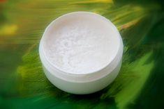 Dezodoranty należą do najbardziej toksycznych kosmetyków. Wiesz, że zamiast kupować możesz je robić? Przepis na prosty, tani i zdrowy naturalny dezodorant: