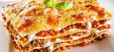 This easy meaty lasagna recipe features heavenly layers of tender lasagna noodles, a creamy ricotta mixture, and a zesty meat sauce. Meaty Lasagna, Sausage Lasagna, Vegetarian Lasagne, Italian Pasta, Italian Dishes, Traditional Lasagna, Sweet Italian Sausage, Bolognese Sauce, Easy Healthy Breakfast