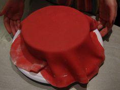 Zuckerwerkstatt: Schritt-für-Schritt-Anleitung: Torte mit Fondant oder Marzipan eindecken