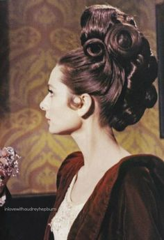 Audrey Hepburn as Eliza Doolittle in My Fair Lady My Fair Lady, Audrey Hepburn Born, Audrey Hepburn Photos, Golden Age Of Hollywood, Old Hollywood, Divas, Eliza Doolittle, Cinema, Vintage Hairstyles