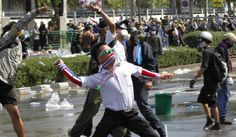 Протести на Тајланду: војска на улицама Бангкока - http://www.vaseljenska.com/svet/protesti-na-tajlandu-vojska-na-ulicama-bangkoka/