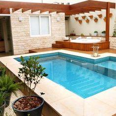 Área externa com piscina e hidromassagem
