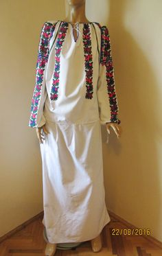 Moldova, Traditional Dresses, Cold Shoulder Dress, Blouses, Dresses With Sleeves, Costume, Antiques, Long Sleeve, Stuff To Buy