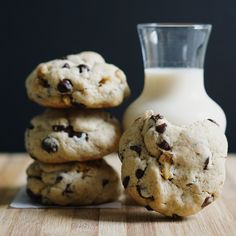 Chunky and Chewy Chocolate Chip Walnut Cookies by @heycupcakeph :)