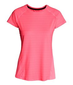 H&M Short-Sleeved Sports Top $18 : Fitted sports top in fast-drying, breathable mesh with short raglan sleeves and a rounded hem. Slightly longer at back.