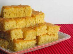 Um bolo pequeno, perfeito para um lanche em família