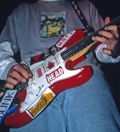 Imagem de blink guitar, and tom delonge Music Aesthetic, Retro Aesthetic, Aesthetic Grunge, Aesthetic Photo, Aesthetic Pictures, Cool Electric Guitars, Grunge Photography, Guitar Design, Cool Guitar