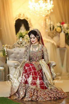 Beautiful Bridal Dupatta, Bridal Mehndi Dresses, Bridal Hijab, Pakistani Wedding Outfits, Bridal Dress Design, Wedding Dresses For Girls, Pakistani Wedding Dresses, Bridal Outfits, Shadi Dresses