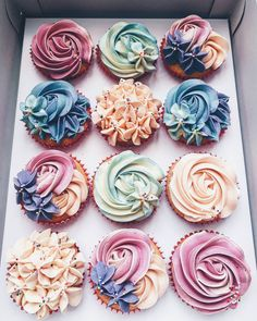 🦄..........#cupcakeproject #trylocalph #whatstoloveph #whattoeatph #tablesituation #onthetableproject #mywhitetable #mytablesituation #styleonmytable #abmlifeissweet #sweettoothforever #prettiestpastels