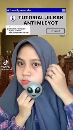 Pashmina Hijab Tutorial, Hijab Style Tutorial, Ootd Hijab, Hijab Chic, Hijab Fashion, Fashion Outfits, Fashion Tips, Ootd Poses, Korean Language Learning
