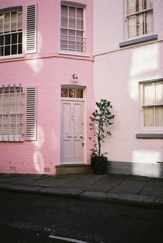 Andrew Mitchell photography   | Pink House,       London       |     https://www.flickr.com/photos/thesheriff/3599690903/in/set-72157605882137939