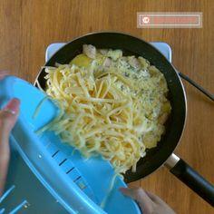 Nu veți mai dori să gătiți pastele în alt mod – paste cu pui în sos de smântână! - savuros.info Mac And Cheese Bites, Macaroni And Cheese, Bacon, Paste, Food And Drink, Healthy Recipes, Meals, Cooking, Ethnic Recipes