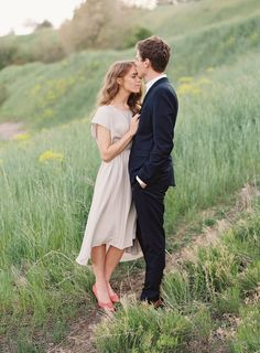 Sweet and Joyful Outdoor Engagement Session Engagement Photo Outfits, Engagement Photo Inspiration, Engagement Pictures, Engagement Shoots, Engagement Couple, Wedding Pictures, Couple Photography, Engagement Photography, Wedding Photography