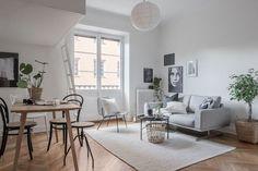 Väggar i vitt och samma färg på loftsäng - Roomly.se