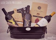 La de Tintos Mexicanoses una lujosa canasta de vinos con una selección de tres tintos mexicanos de altura con cortes de serrano y un purito artesanal para consentir al mas sibarita! Incluye tinto …
