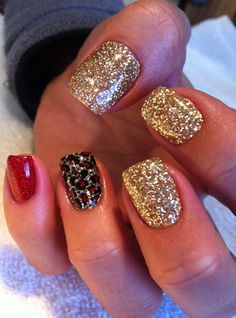 Great Glittery Nails! Don't have to be just for the holidays! Get Nails, Hair And Nails, Love Nails, How To Do Nails, Red Tip Nails, Prom Nails, Purple Nails, Black Nails, Glittery Nails