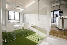 101 Inspiration: Cool Examples of Offices that Use Fake Grass
