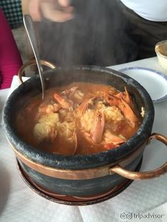 Restaurante Mar e Serra - Excelente. Servem uma lagosta excepcional. Atendimento não é dos melhores, achamos as atendentes