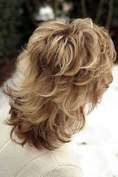 Image resI'mult for Short Flippy Shag Hairstyles Medium Hair Cuts, Short Hair Cuts, Medium Hair Styles, Curly Hair Styles, Short Bangs, Medium Shag Hairstyles, Shaggy Haircuts, Layered Haircuts, Amazing Hairstyles