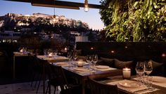 Breathtaking views, ancient ruins and a fresh way of chilling out in Athens Greek Restaurants, Sky Bar, Outdoor Spaces, Outdoor Decor, Marriott Hotels, Rooftop Terrace, Menu Restaurant, Best Location, Fairy Lights